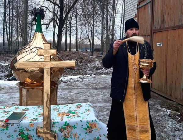 В брянском селе Новый Дроков освятили крест часовни