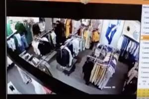 В Брянске женщина украла пальто из магазина O'STIN