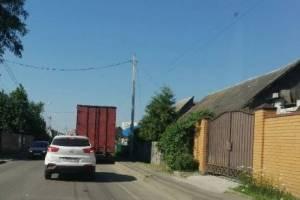 В Брянске на улице Малыгина грузовик перекрыл проезд