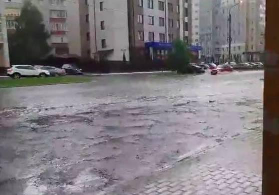 В Брянске затопило из-за ливня улицу Бежицкую