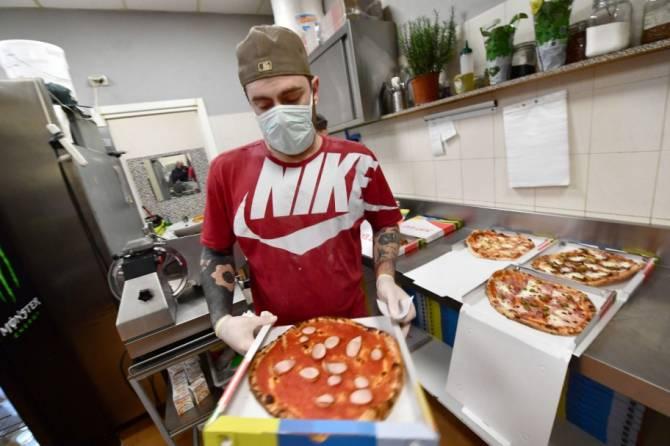 В Брянске некоторые торговые точки наплевали на коронавирус