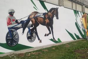 Тульские художники украсили брянский конезавод граффити