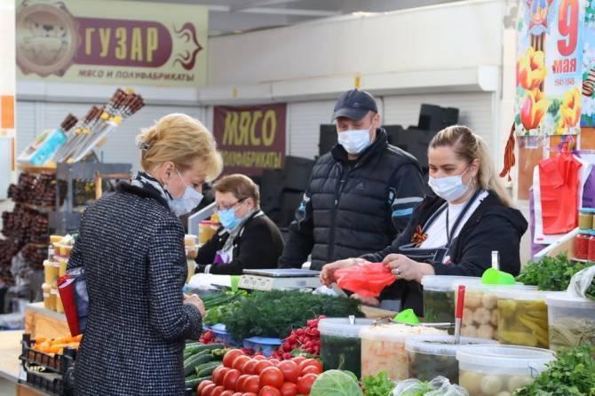 В Брянске полиция наказала 17 продавцов и покупателей без масок