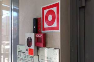 В Брянской области 100% школ обеспечили тревожными конпками