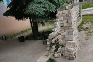 Водитель в Навле снёс забор у диско-бара «Мираж»