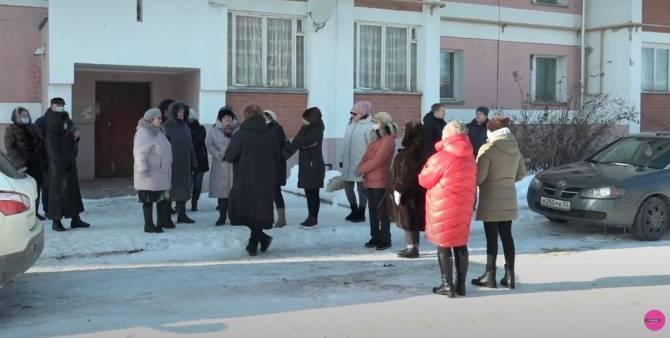 В Почепе обманутым врачам пообещали отдать квартиры