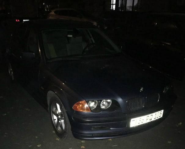 В Брянске в ЖК «Речной» автохам на «БМВ» перекрыл выезд с парковки