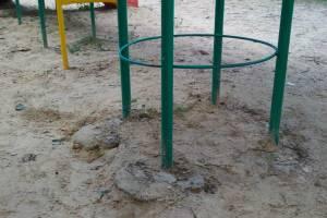 В Дятьково пожаловались на опасную детскую площадку