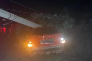 В Брянске уходящий от погони 19-летний парень снес столб