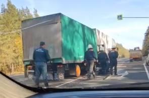 В Брянске сняли на видео место аварии с двумя фурами
