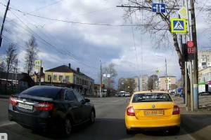 В Брянске сняли на видео лихача на улице Литейной