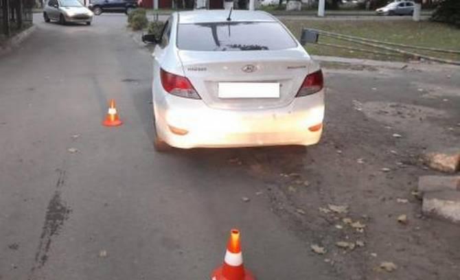 В Брянске у диагностического центра 18-летний водитель сбил женщину