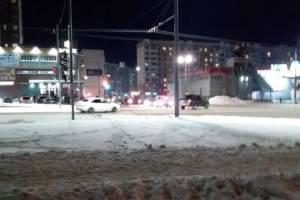 На перекрестке Авиационной и Романа Брянского столкнулись две легковушки
