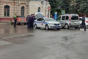 В Брянске десятки сотрудников ГИБДД перекрыли Круглый сквер