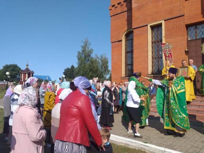 Храм в поселке Суземка отметил престольное торжество крестным ходом