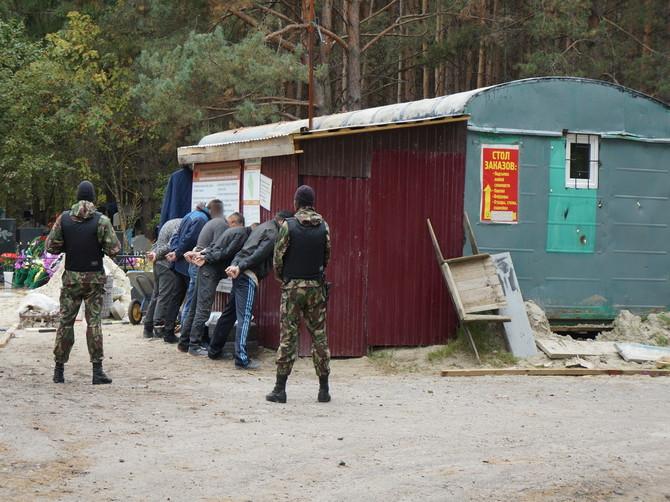 В Брянске похоронщики продавали бесплатные места на кладбище