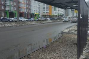 В Брянске спасли от грязи многострадальную остановку на Горбатова