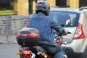 В Брянске на улице Абашева подростки на мопеде попали в аварию