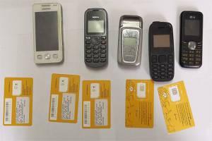 В клинцовской колонии перехватили 9 мобильников и сим-карты для зэков