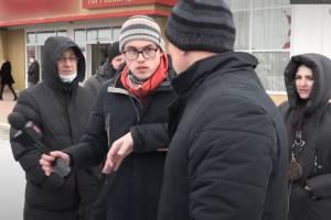 Охранник брянского ТЦ «Успех» толкнул на улице журналиста «Городского»