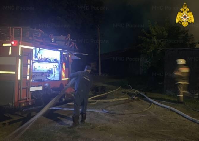 В Белых Берегах в ночном пожаре пострадал человек
