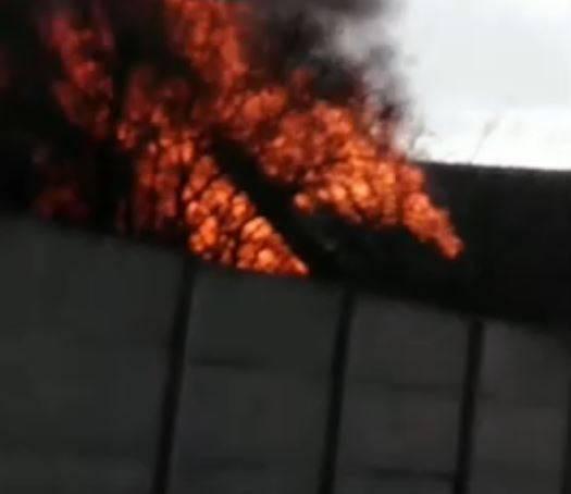 В Клинцах сняли на видео пожар на улице Ромашина