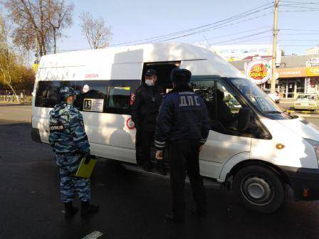 В Брянске наказали 30 маршрутчиков и таксистов без масок