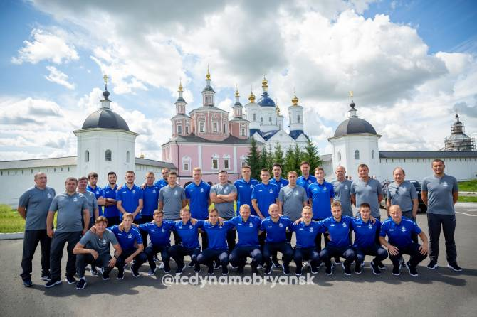 Футболисты «Динамо-Брянск» накануне матча посетили Свенский монастырь