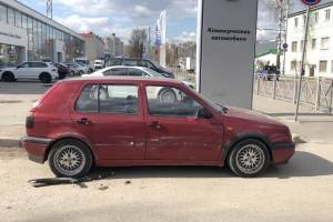 В Брянске на Советской автохам протаранил легковушку и скрылся