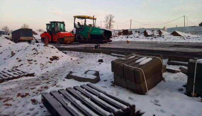 В Брянске асфальт на новой дороге по Советской укладывают в мороз