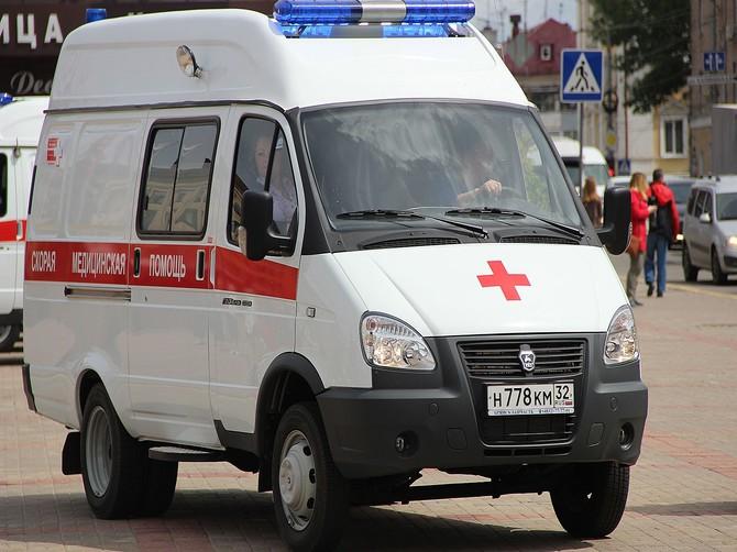 В Брянске на козырьке подъезда обнаружили труп мужчины