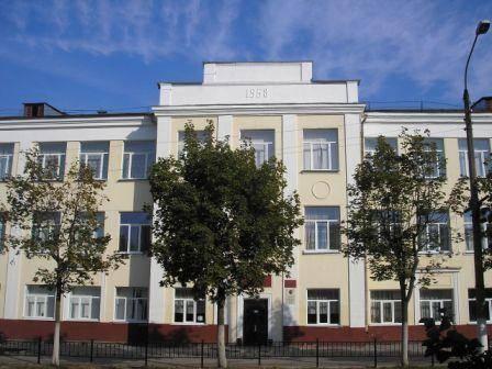 Учащихся клинцовской гимназии на год пустили питаться в соседнее здание