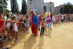 В Брянске для малообеспеченных детей собрали подарки к 1 сентября