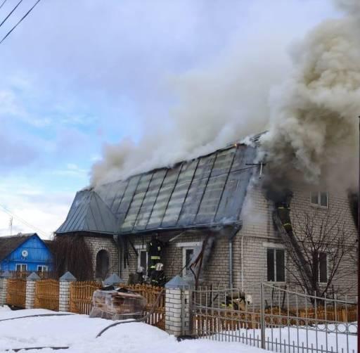 В Брянске на станции Снежетьская полтора часа тушили жилой дом