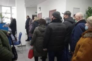 В Брянске из-за ошибочных квитанций образовались огромные очереди