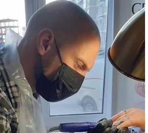 Брянцев поразил брутальный мастер маникюра в салоне Олеси Сиваковой