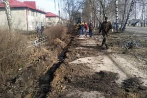 В центре поселка Локоть начался долгожданный ремонт тротуаров
