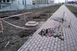 В Брянске возле Дворца единоборств провалилась плитка
