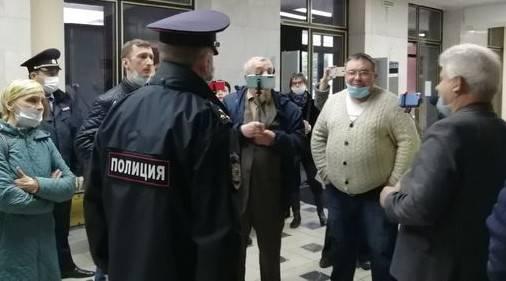 Брянские активисты взбунтовались в здании правительства области