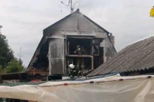 В Клинцах сгорела мансарда хозпостройки