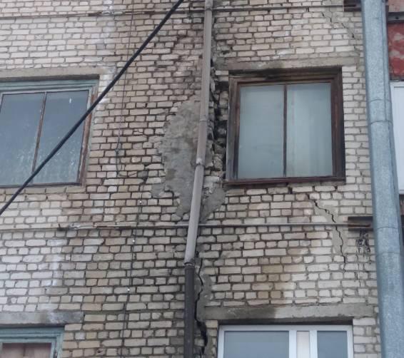 В Брянске дала трещину пятиэтажка на улице Протасова