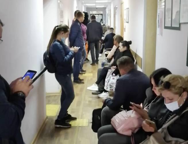 В брянском Центре занятости выстроились огромные череди