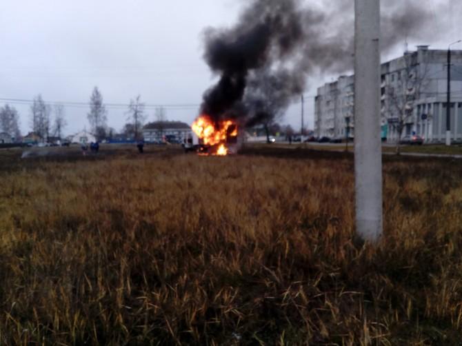 В сгоревшем грузовике в Брянске пострадал мужчина