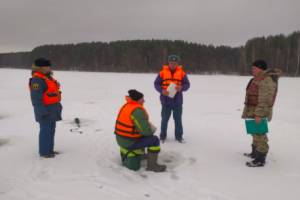 Брянские спасатели напомнили рыбакам о безопасности