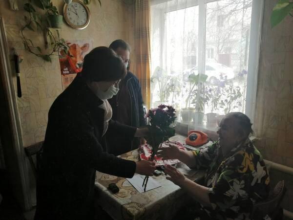 Президент Путин поздравил с 90-летием ветерана труда из Погара