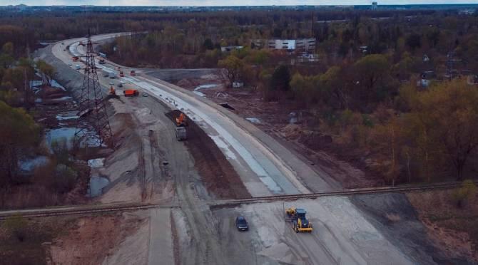В Брянске продолжают возводить шестиполосную дорогу-дамбу