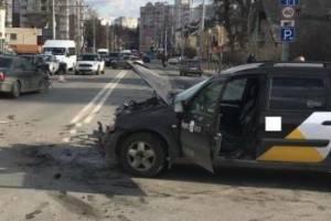 В Брянске по вине таксистки пострадали две девушки