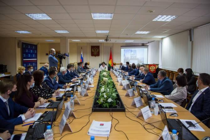 В Брянске со 2 апреля депутаты объявили месячник благоустройства