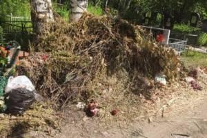 Клинцовских чиновников обязали поставить на кладбищах мусорные контейнеры и урны
