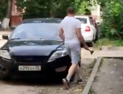 Брянца осудят за нападение с молотком на женщин и разбитую машину